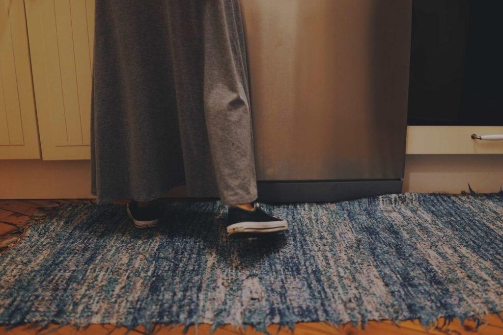 Person in der Wohnung