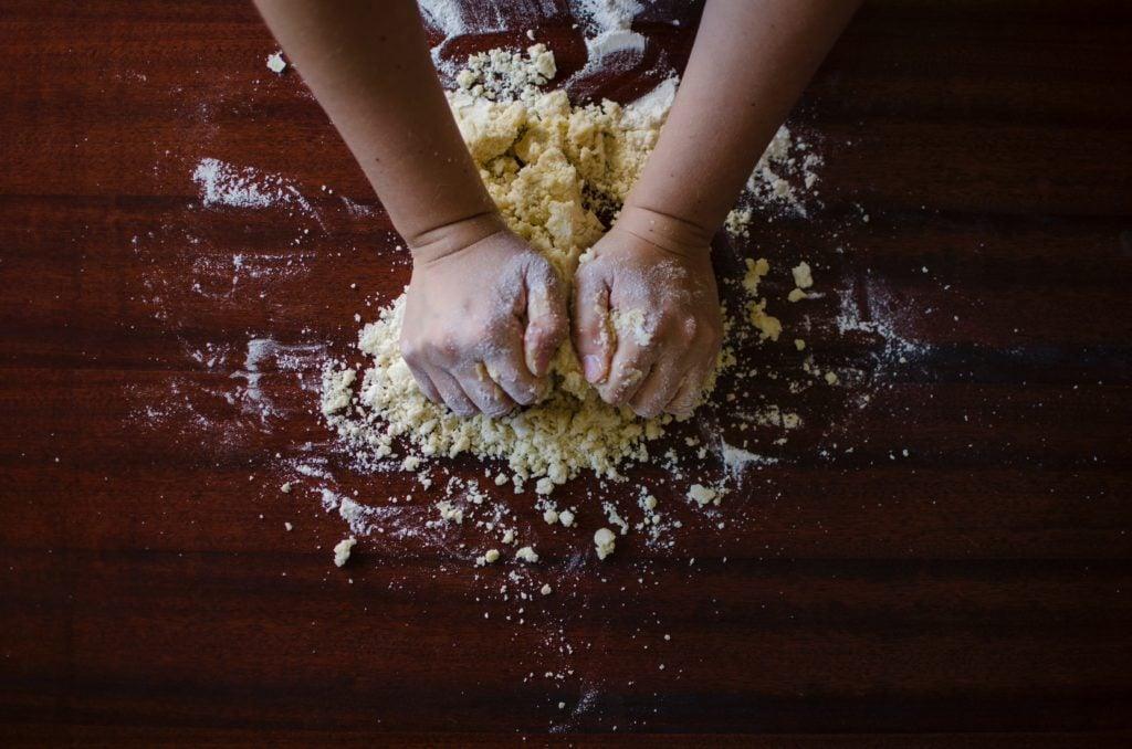 Am Backen mit Mehl