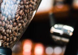 Kaffeevollautomat Kaffeebohnen im Behälter