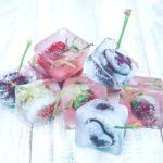 Gefrorene Früchte in Eiswürfeln